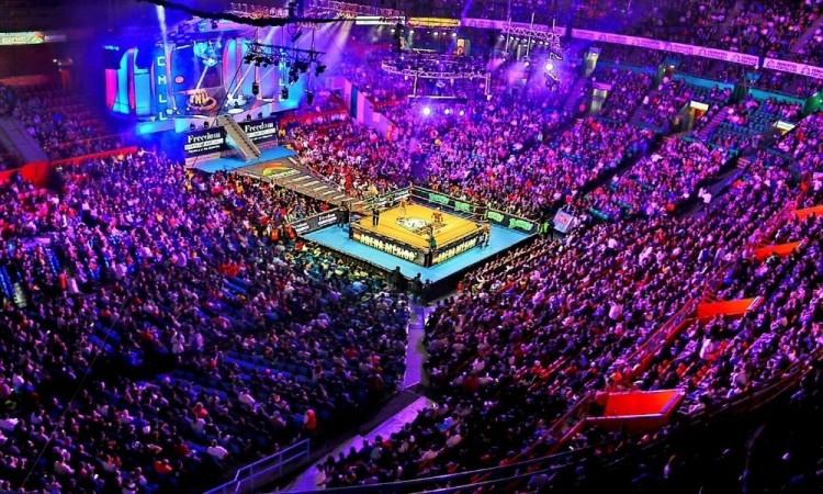 La afición regresa a la Arena México, recinto emblemático de lucha libre