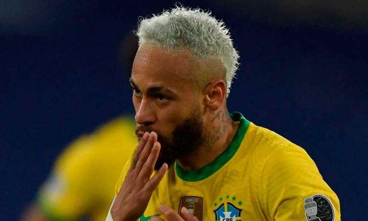 Neymar no lo deja pasar y se suma a las críticas por el mal estado del césped en la Copa América