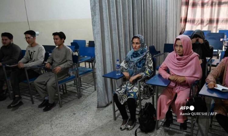 Las mujeres podrán estudiar en Afganistán, solo separadas de los hombres