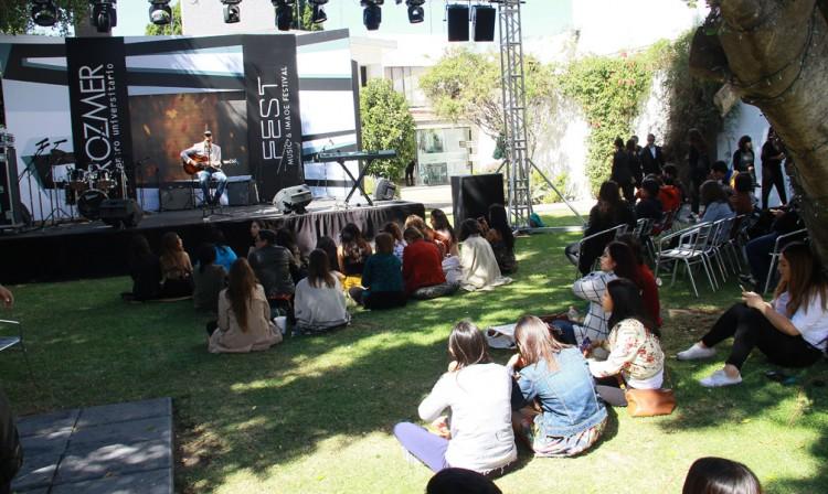 Realizan festival musical con moda y estilo