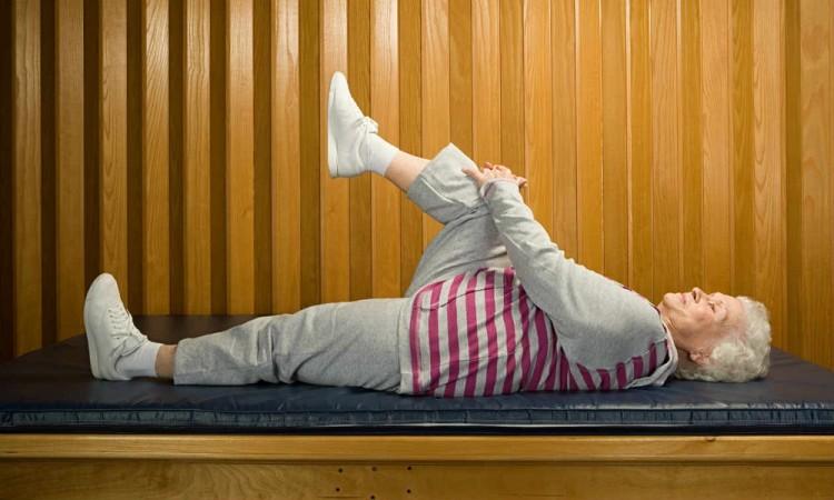 Tipos de estiramiento para personas de la tercera edad