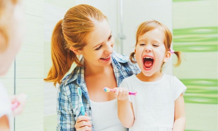 Claves para cepillar los dientes de los niños