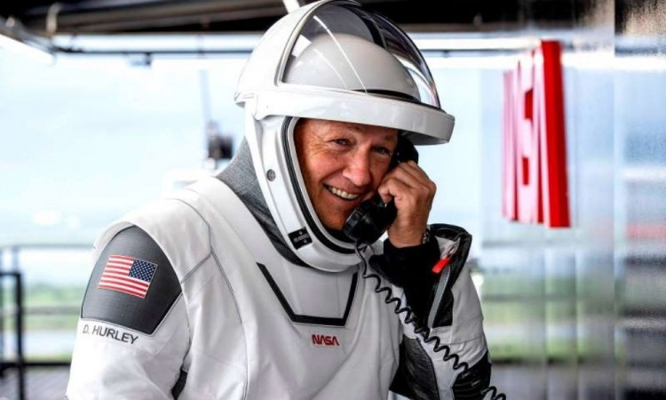 José Fernández el mexicano que diseñó los trajes para la misión espacial SpaceX