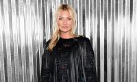 Kate Moss, bohemia y sugerente, incombustible al paso del tiempo