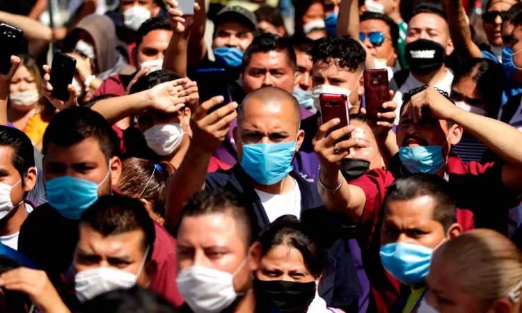 COVID-19: La OMS advierte que los vacunados deben seguir llevando mascarilla