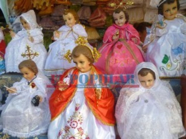 Una tradición, restaurar y vestir el niño Dios