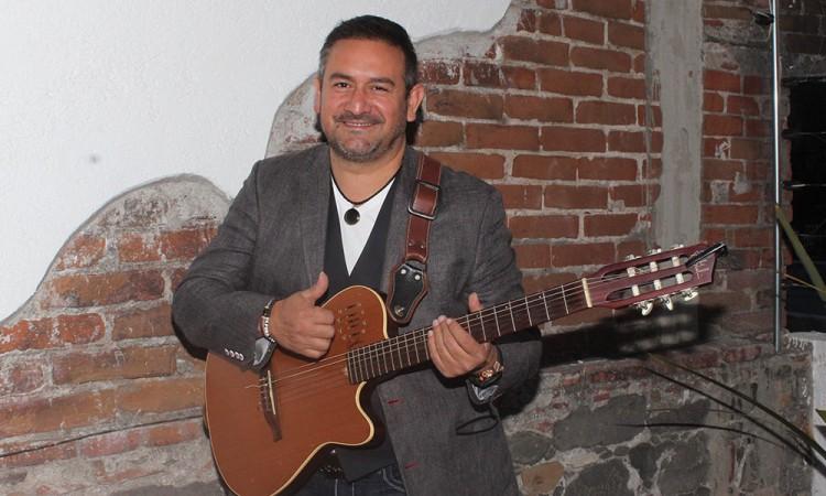 Trae Jaime Flores música desde su corazón