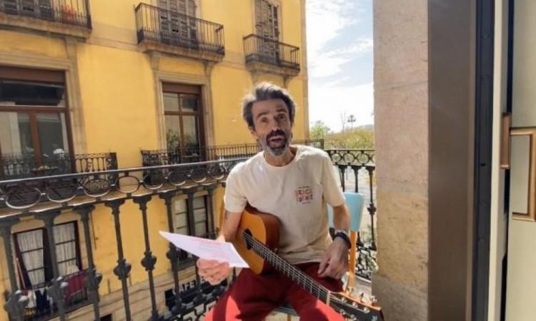 Reaparece Pau Dónes cantando en su balcón