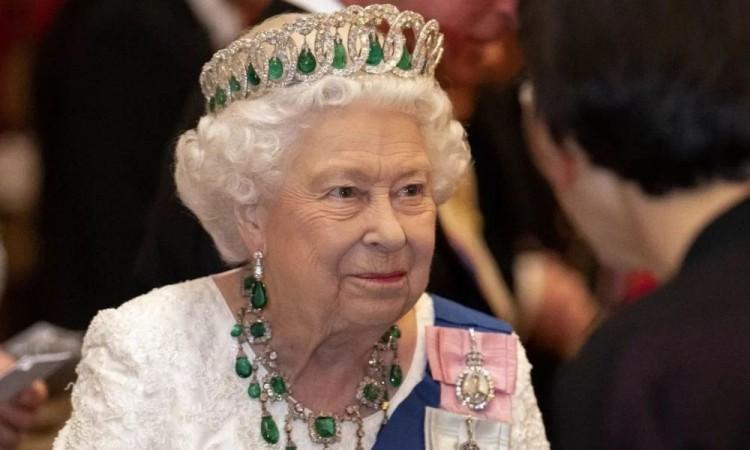 Celebra la Reina Isabel II un sombrío cumpleaños
