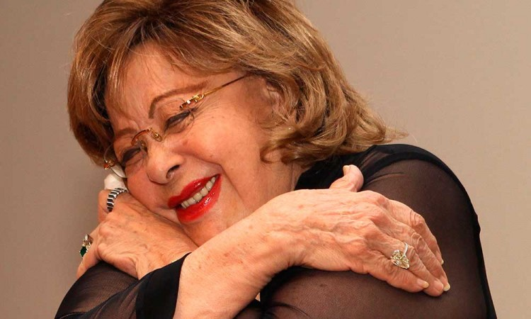 Hospitalizan de emergencia a Silvia Pinal