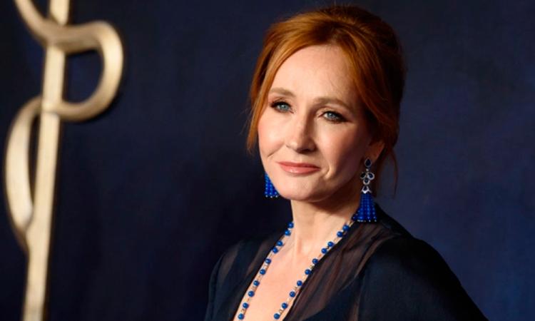 JK Rowling acusada de transfobia