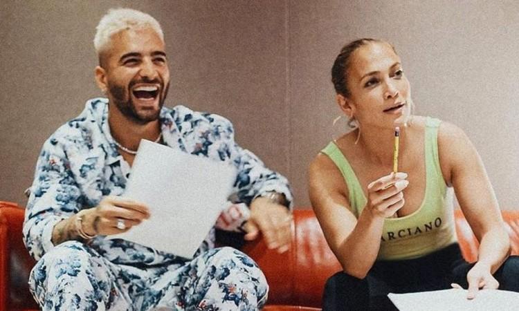 Tanto Maluma como López están en sus casas en Miami con sus familias.