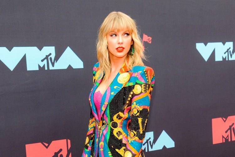 Tema de Taylor Swift y Bon Iver, se postula como el más bello de 2020