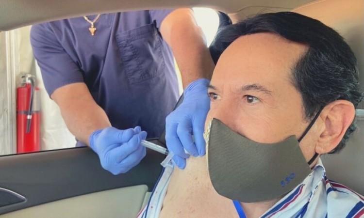 Sancionarían a Pepillo Origel por vacunarse contra Covid-19 en Estados Unidos