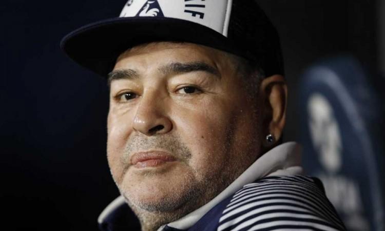 Hija de Maradona se opone a que se subasten las pertenencias de su padre