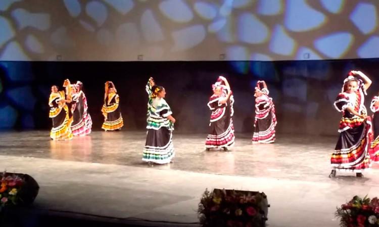 Exalta ballet tradiciones poblanas