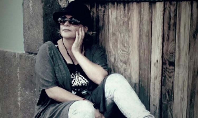 Laura Gil, una artista multifacética