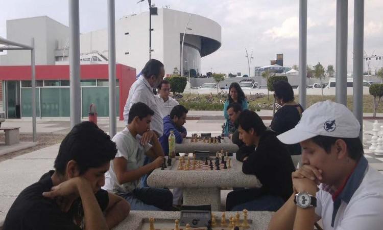 Impulsan práctica del ajedrez en CCU