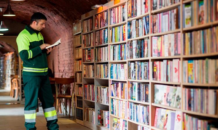 Libros, de la basura a la estantería