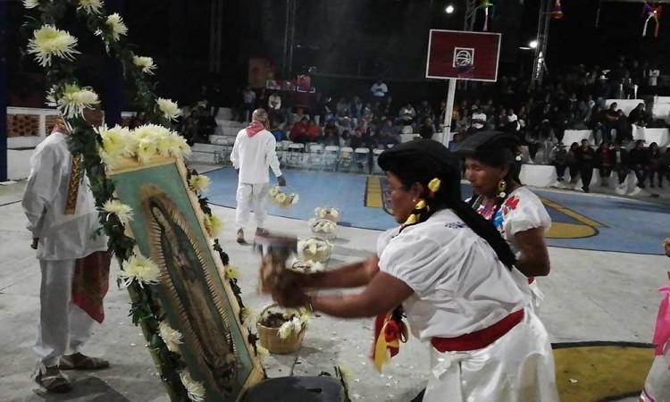 Reciben el año con danza de las Inditas