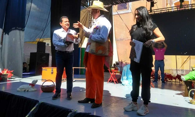 Celebra Mario Iván Martínez a los niños poblanos