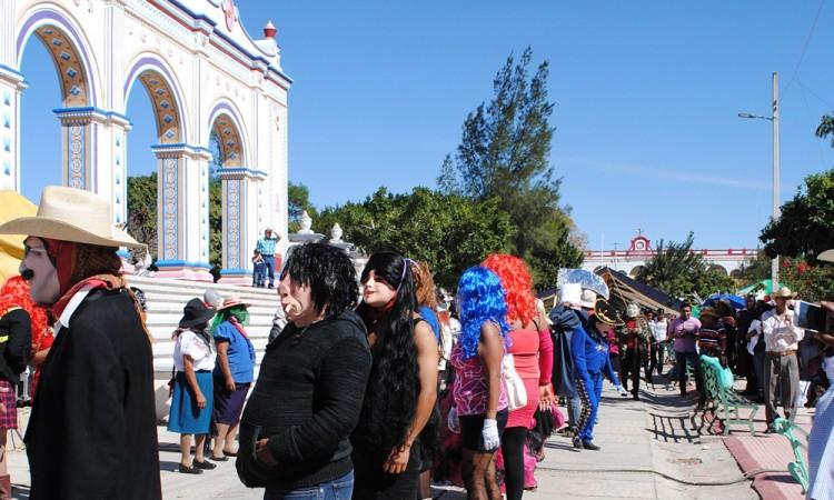 Ofrecen taller para hacer máscaras en Xayacatlán