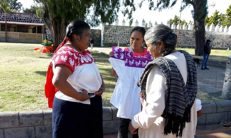 Expresan su identidad cultural con bordados