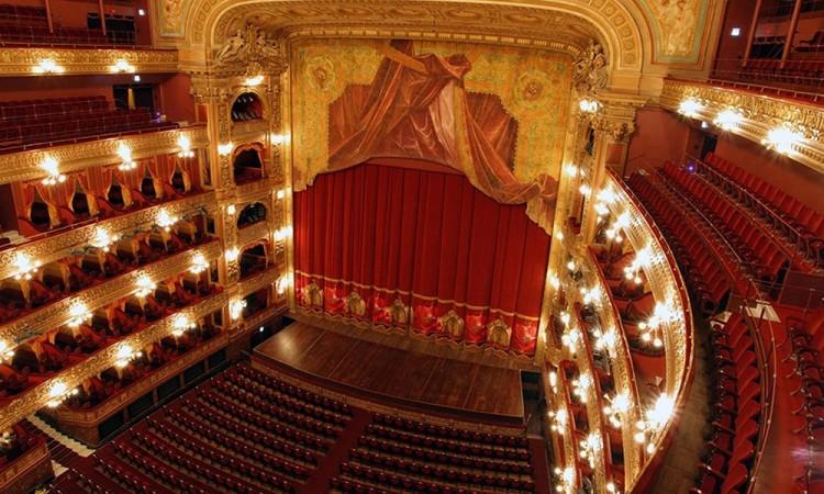 """""""El teatro debe de ser parte de la formación humana"""""""