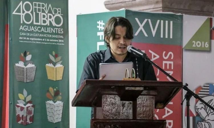 El poeta Luis Flores Romero ganó el Concurso Nacional de Poesía Enriqueta Ochoa.