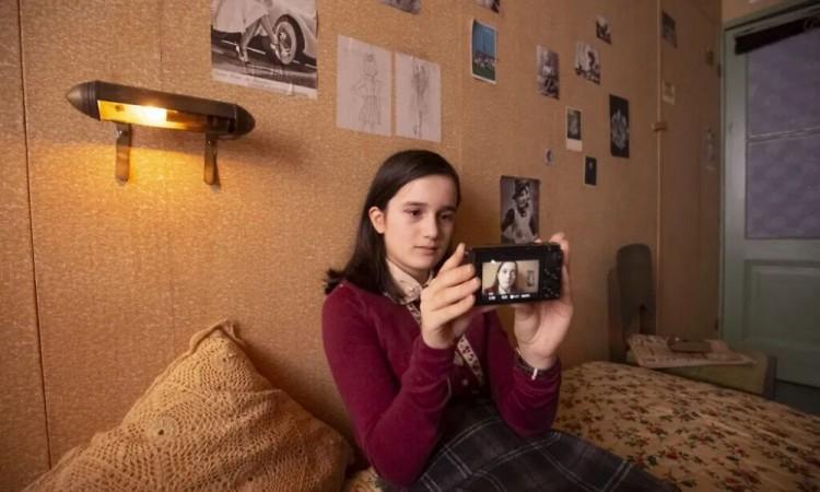 Recrean a Ana Frank como youtuber