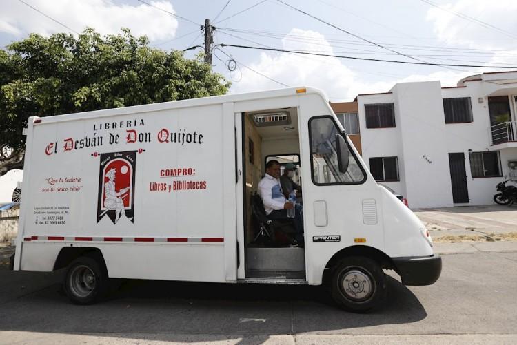 Librería móvil recorre Guadalajara