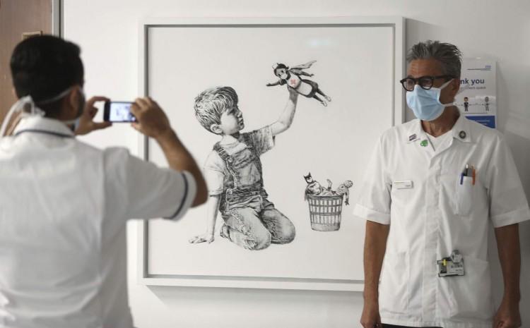 Banksy rinde homenaje a personal médico