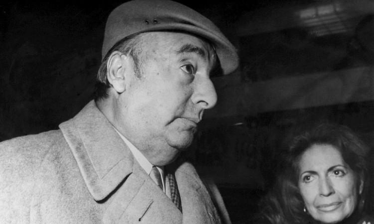 """Hallan versión preliminar del soneto """"Sangre de Toro"""" de Neruda"""