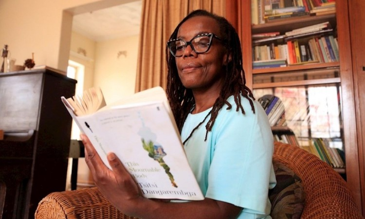 "Tsitsi Dangarembga, candidata al Booker: ""No tenemos idea de quiénes somos"""