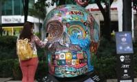 Cráneos en Paseo de la Reforma de la CdMx de la llegada de tradicional Día de Muertos