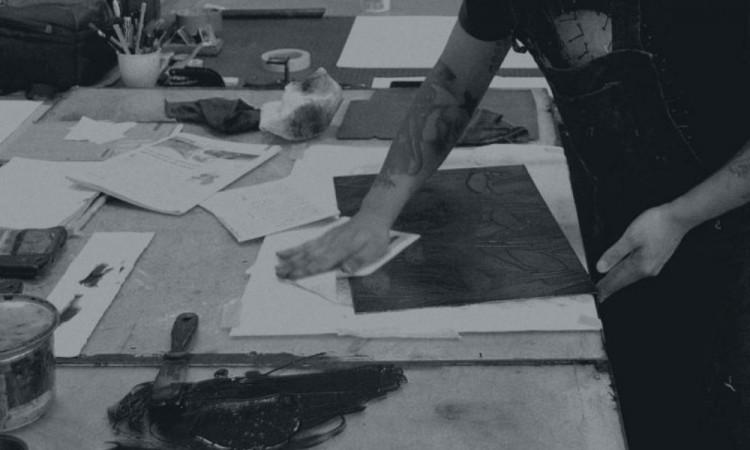 Adaír García utiliza en su trabajo todo tipo de documentos que después manipula digitalmente.