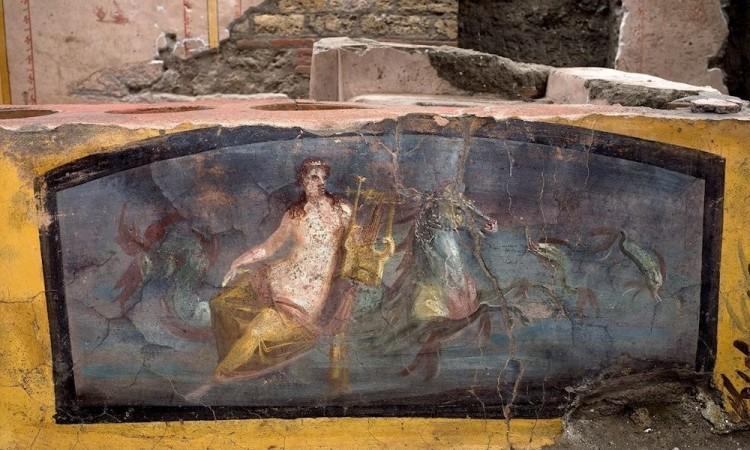 Descubren en Pompeya, un restaurante aún con restos de comida