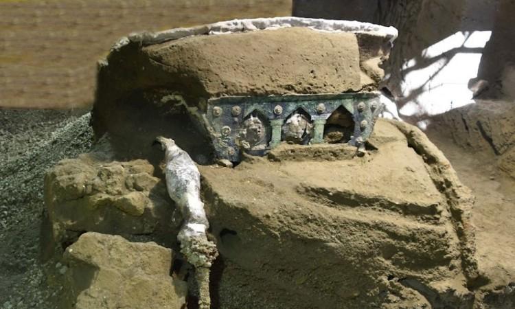 Descubren en Pompeya una gran carroza ceremonial casi intacta