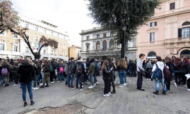 Sacuden 3 sismos a Italia