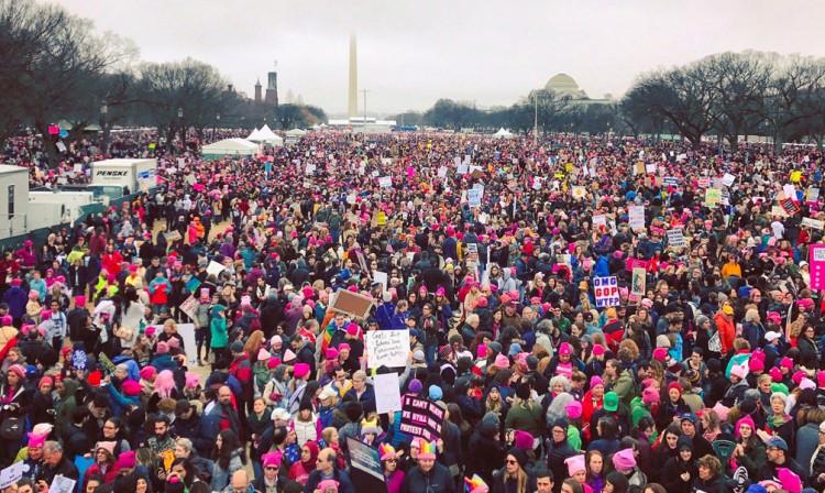 Protestan mujeres de todo el mundo contra Trump