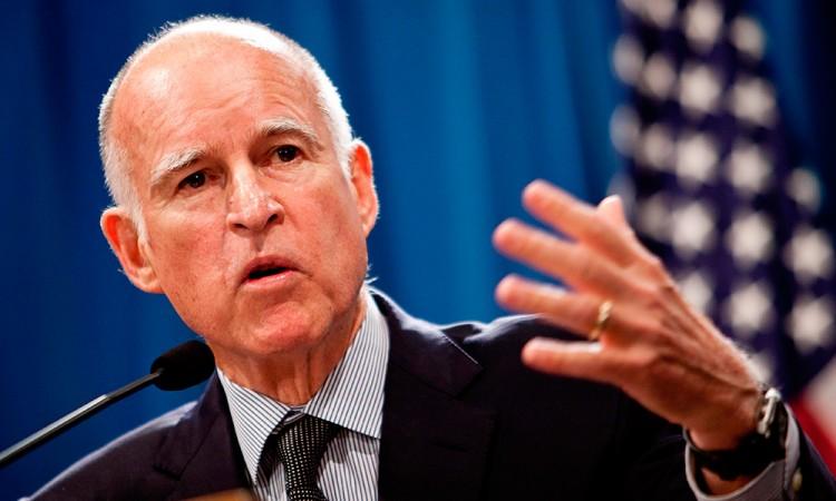 Anuncia gobernador de California defensa de migrantes