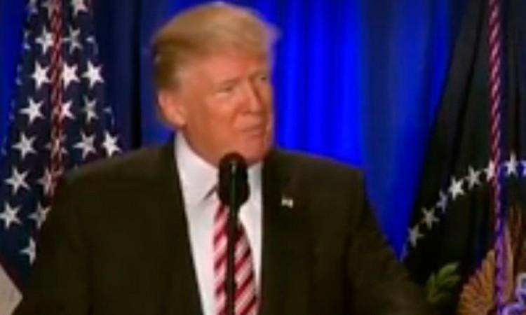 Trump busca que México pague el muro con impuestos