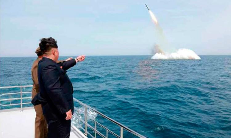Da Norcorea la bienvenida a Trump con lanzamiento de misil