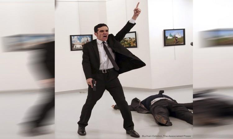 Dan el World Press Photo a imagen del asesino de embajador ruso en Turquía
