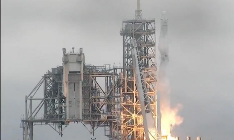 Lanzan cohete de SpaceX a Estación Espacial Internacional