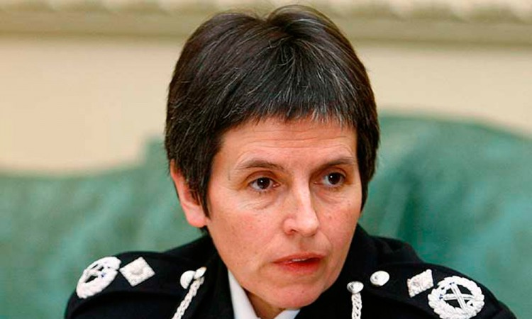 Asume mujer mando de Scotland Yard
