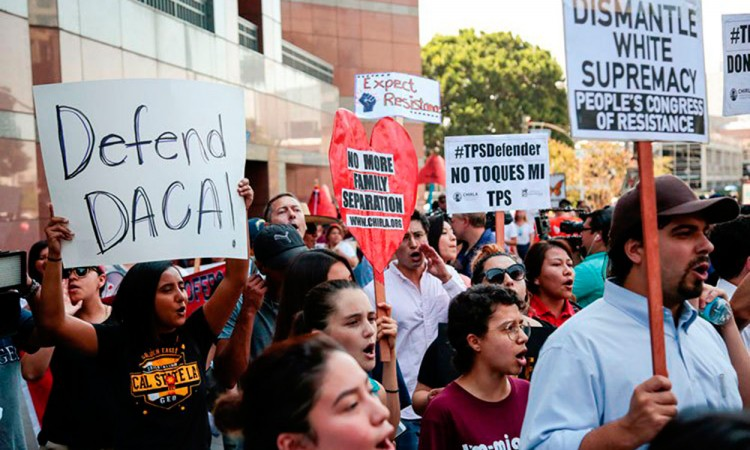 Demanda universidad al gobierno de Trump por derogar DACA