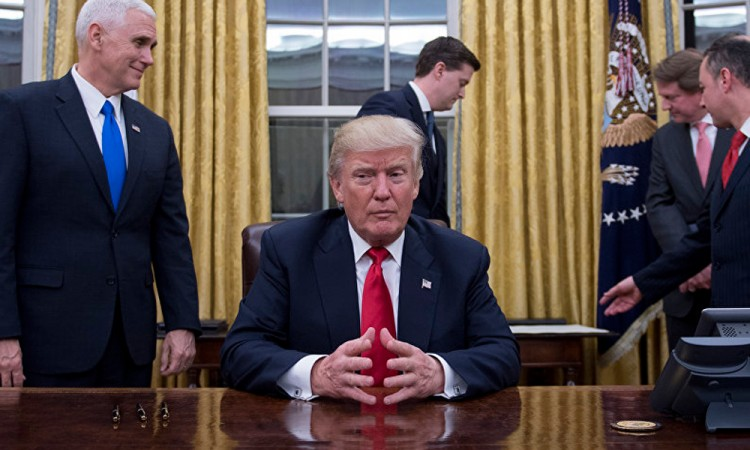 """Insulta Trump a refugiados provenientes de """"países de mierda"""""""