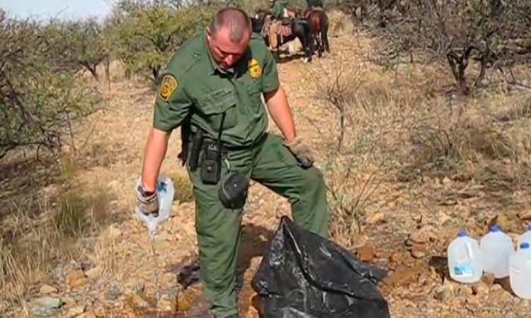 Destruyen provisiones de agua para migrantes en Arizona
