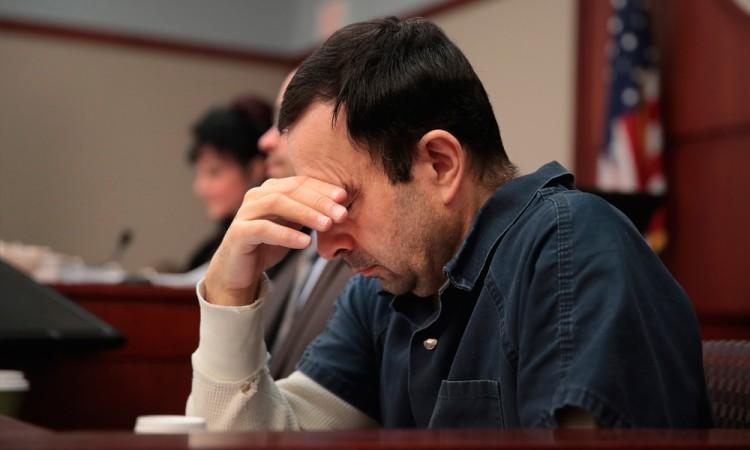 Condenan a Larry Nassar a 175 años en prisión por abuso sexual